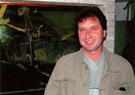 Станислав Червинка у своего палюдариума с игуаной
